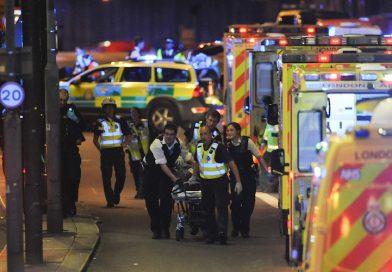 Tři otázky, které by si měli lidé pokládat po teroristických útocích (a málokdo to dělá)