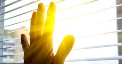 Slunce, to není jen vitamin D, ale i řada dalších benefitů… a my se před ním máme schovávat!