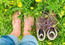 Vědecké studie dokumentují, co se děje, když chodíme po zemi bosi