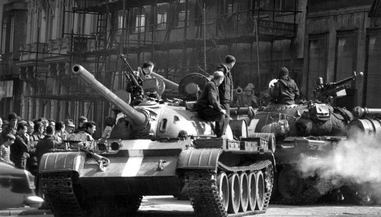 PRIJE 50 GODINA SOVJETI SU OKUPIRALI TADAŠNJU ČEHOSLOVAČKU: U zemlju je ušlo 600.000 vojnika, a evo kako su tenkovi '68. ugušili Praško proljeće