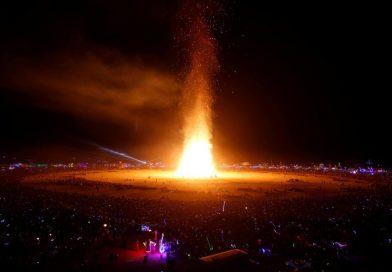 Burning man: největší hedonistický festival Ameriky jako skrytá oslava okultismu, tentokrát i s lidskou obětí