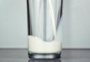 Pasterizované mléko způsobuje rakovinu varlat, prostaty a prsu