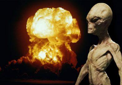 Bývalý astronaut před smrtí přiznal, že Zemi před jadernou válkou zachránili mimozemšťané