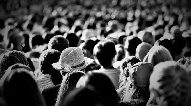 """Jsou lidé kolem nás skuteční, nebo jsou někteří z nich """"živé kulisy""""?"""