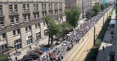 Polská-demonstrace-Varšava-červen-2018