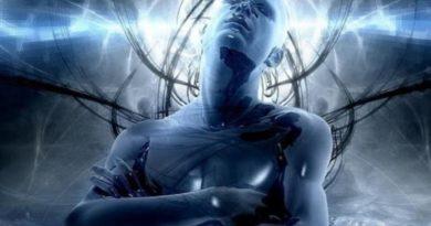 Simon Parkes o éterických implantátech a kontrole mysli