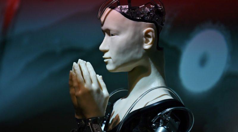 """První robotičtí """"kněží"""" už existují – jsou jen znakem úpadku náboženství, nebo mohou hrát i užitečnou roli?"""