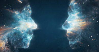 Z odtajněných dokumentů vyplývá, že Zemi navštívily bytosti z jiných dimenzí