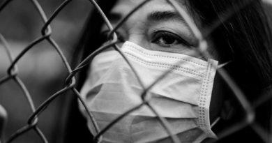 Pandemie slouží na hlubší úrovni jako rituál, jehož cílem je změnit lidstvo