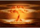 NV: Zavedení mRNA vakcín se nápadně podobá pokusům s jadernými zbraněmi, také o jejich účincích lidé pranic netušili